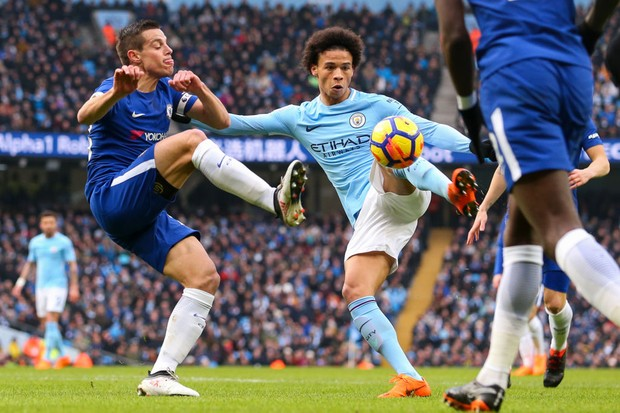 MANCHESTER, ENGLAND - MARCH 04: Cesar Azpilicueta of Chelsea and Leroy Sane of Manchester City during the Premier League match between Manchester City and Chelsea at Etihad Stadium on March 4, 2018 in Manchester, England. (Photo by Robbie Jay Barratt - AMA/Getty Images)