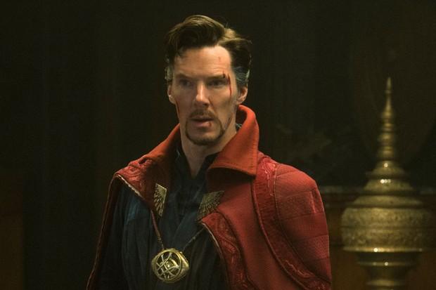 avengers: infinity war blooper reel: watch benedict cumberbatch