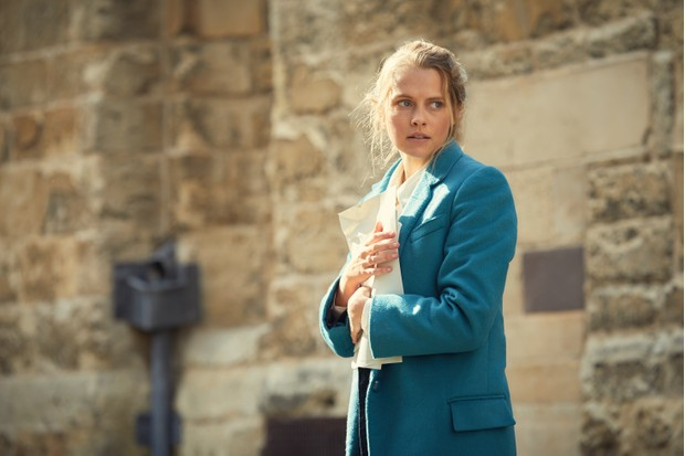 Teresa Palmer in A Discovery of Witches (Sky, HF)