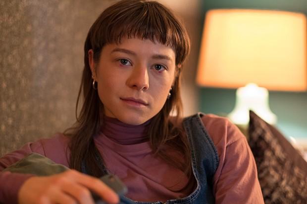Emma D'Arcy plays daughter Naomi Richards in Wanderlust