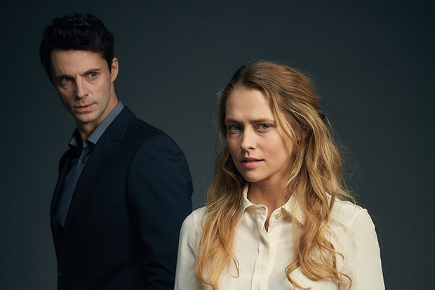 Teresa Palmer and Matthew Goode in in A Discovery of Witches (Sky, HF)