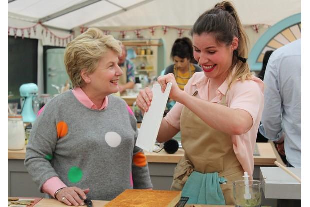 Manon baking with Sandi (C4)