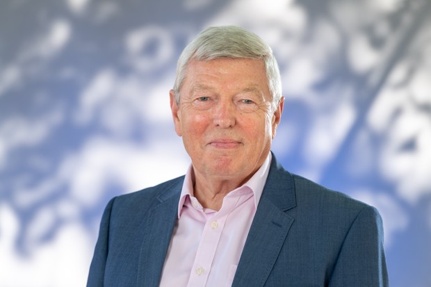 EDINBURGH, SCOTLAND - AUGUST 22: British Labour Party politician Alan Johnson attends a photocall during the annual Edinburgh International Book Festival at Charlotte Square Gardens on August 22, 2018 in Edinburgh, Scotland. (Photo by Roberto Ricciuti/Getty Images) TL