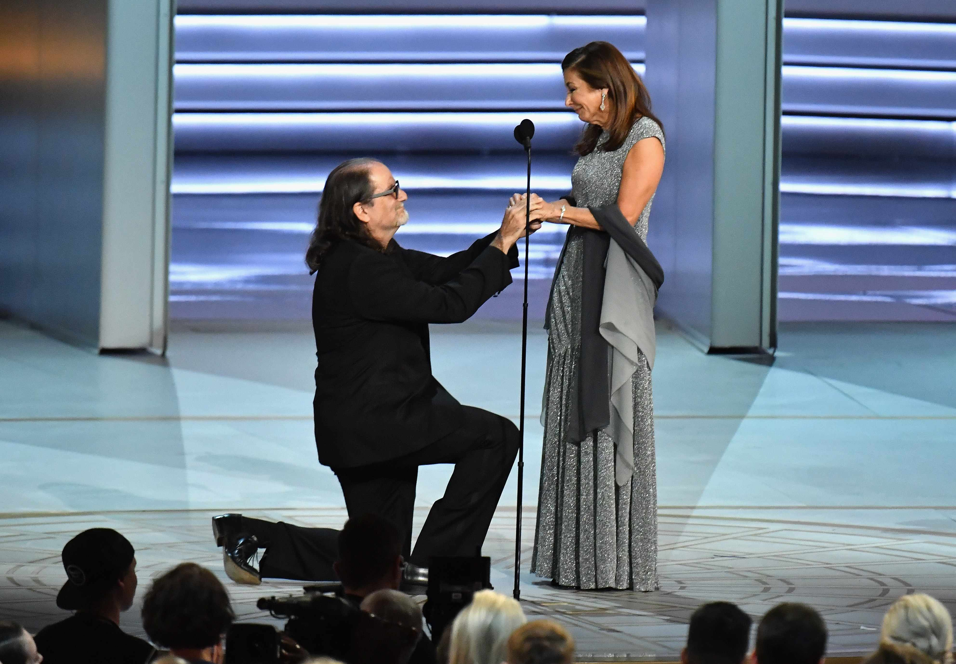 LOS ANGELES, CA - SEPTEMBER 17:  Glenn Weiss (L), winner of the Outstanding Directing for a Variety Special award for 'The Oscars,' proposes marriage to Jan Svendsen onstage during the 70th Emmy Awards at Microsoft Theater on September 17, 2018 in Los Angeles, California.  (Photo by Jeff Kravitz/FilmMagic)  TL