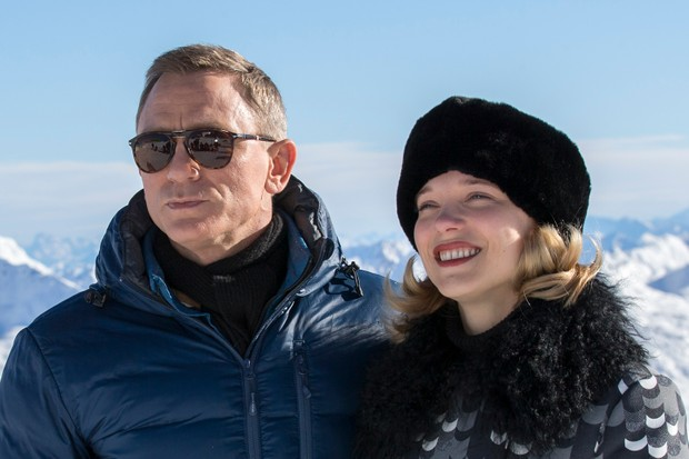 SOLDEN, AUSTRIA - JANUARY 07: Daniel Craig and Lea Seydoux pose at the photo call for the 24th Bond film 'Spectre' on January 7, 2015 in Soelden, Austria. (Photo by Jan Hetfleisch/Getty Images)