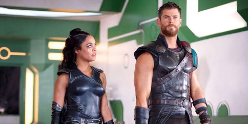 Tessa Thompson and Chris Hemsworth in Thor: Ragnarok (Marvel, HF)