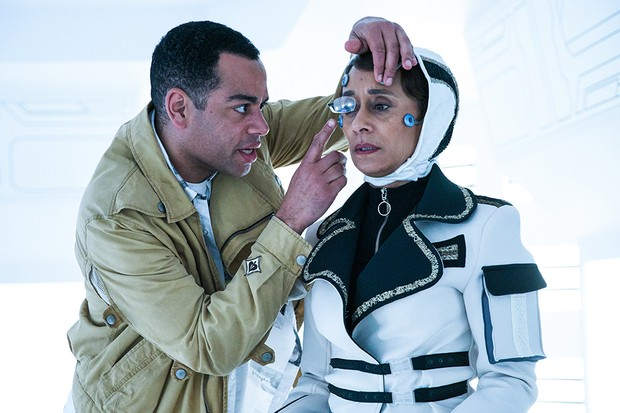 Ben Bailey Smith as Durkas Cicero and Suzanne Packer as Eve Cicero in Doctor Who (BBC)