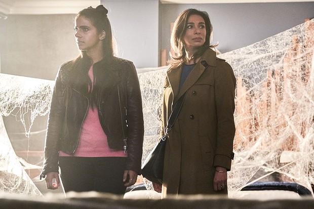 Shobna Gulati with Mandip Gill in Doctor Who: Arachnids in the UK (BBC, HF)