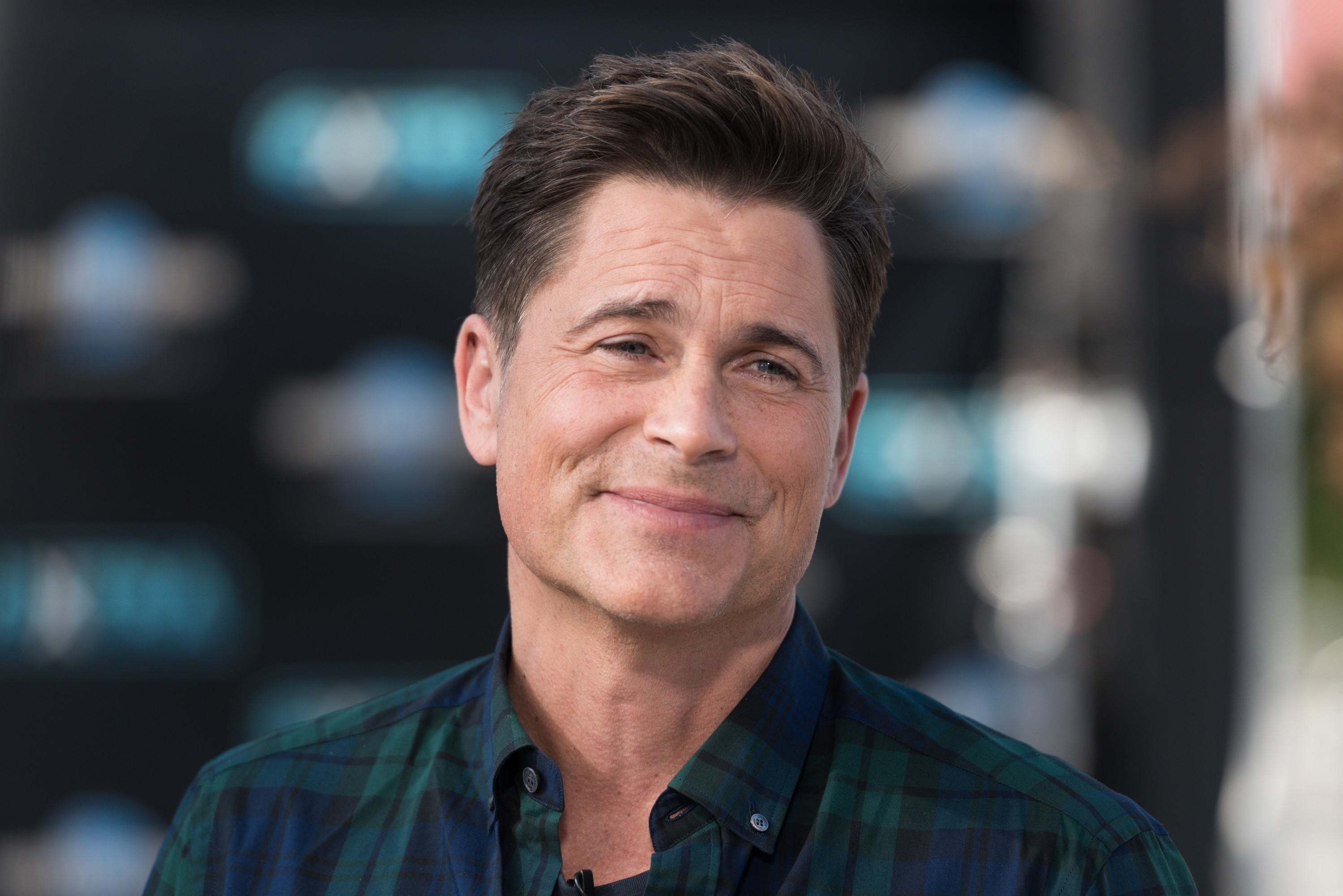 """UNIVERSAL CITY, CA - FEBRUARY 06:  Rob Lowe visits """"Extra"""" at Universal Studios Hollywood on February 6, 2018 in Universal City, California.  (Photo by Noel Vasquez/Getty Images)"""