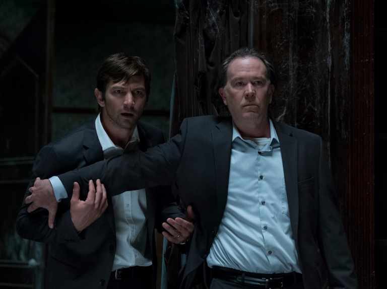 Netflix S The Haunting Of Hill House Episode 6 How The One Shot Episode Almost Failed Cast Henry Thomas Michiel Huisman Elizabeth Reaser Explain Radio Times