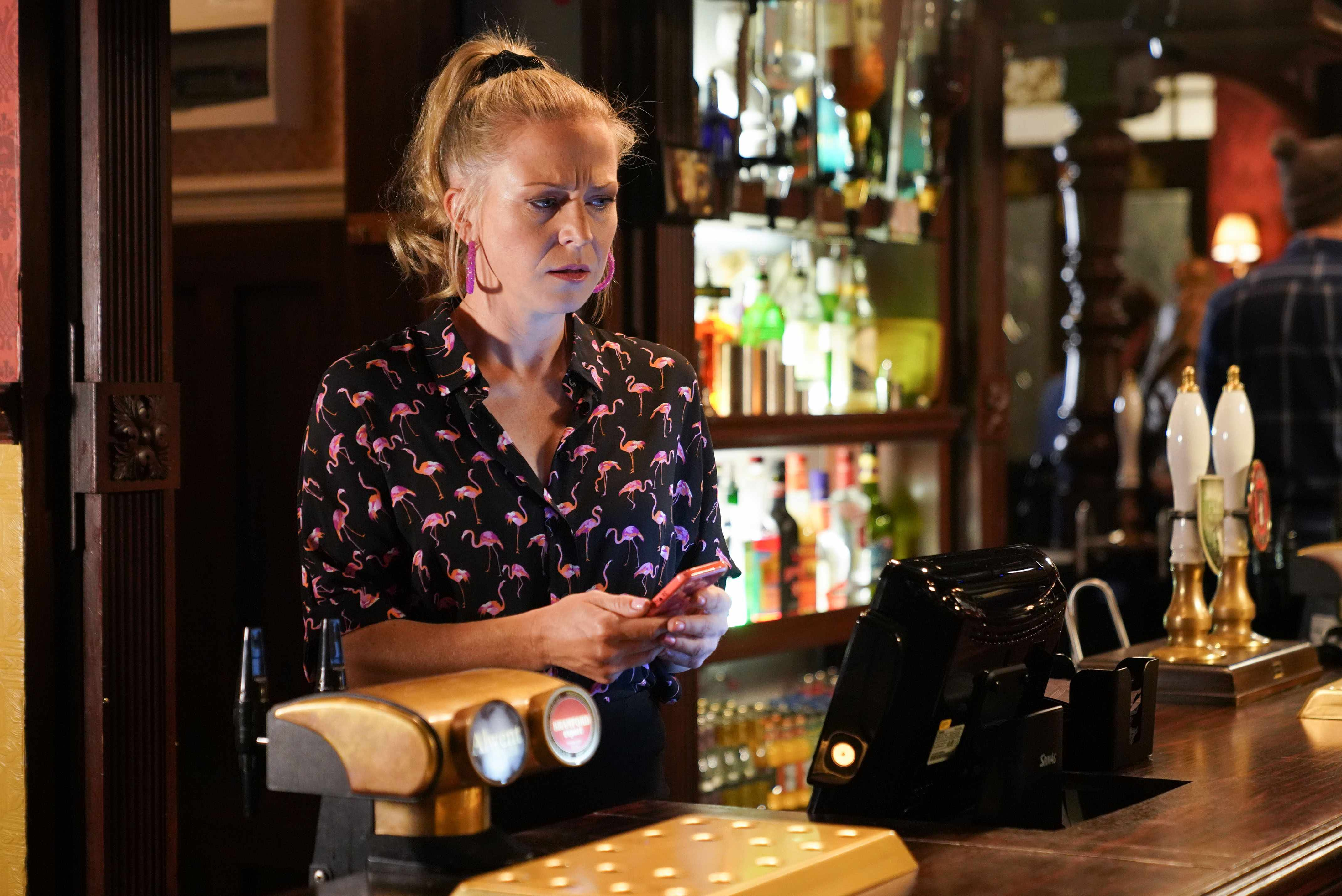 is Linda (Kellie Bright) tricking Stuart on EastEnders?