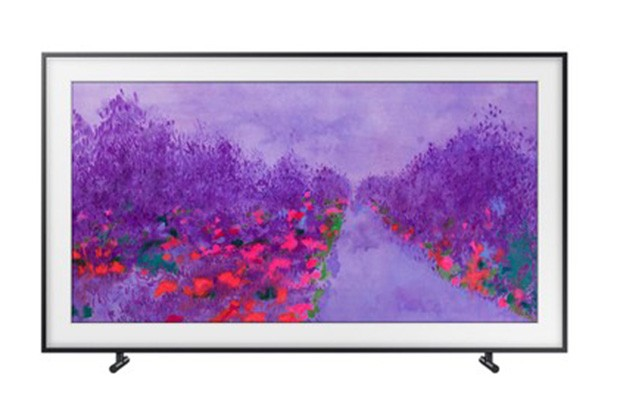 Smart-TV. This wall-mounted Samsung telly with 4K resolution is as pretty  as a picture — displaying art onscreen whenever its on standby mode. d6e46435e1c4
