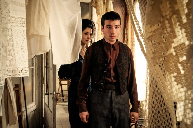 Credence and Nagini in Fantastic Beasts 2