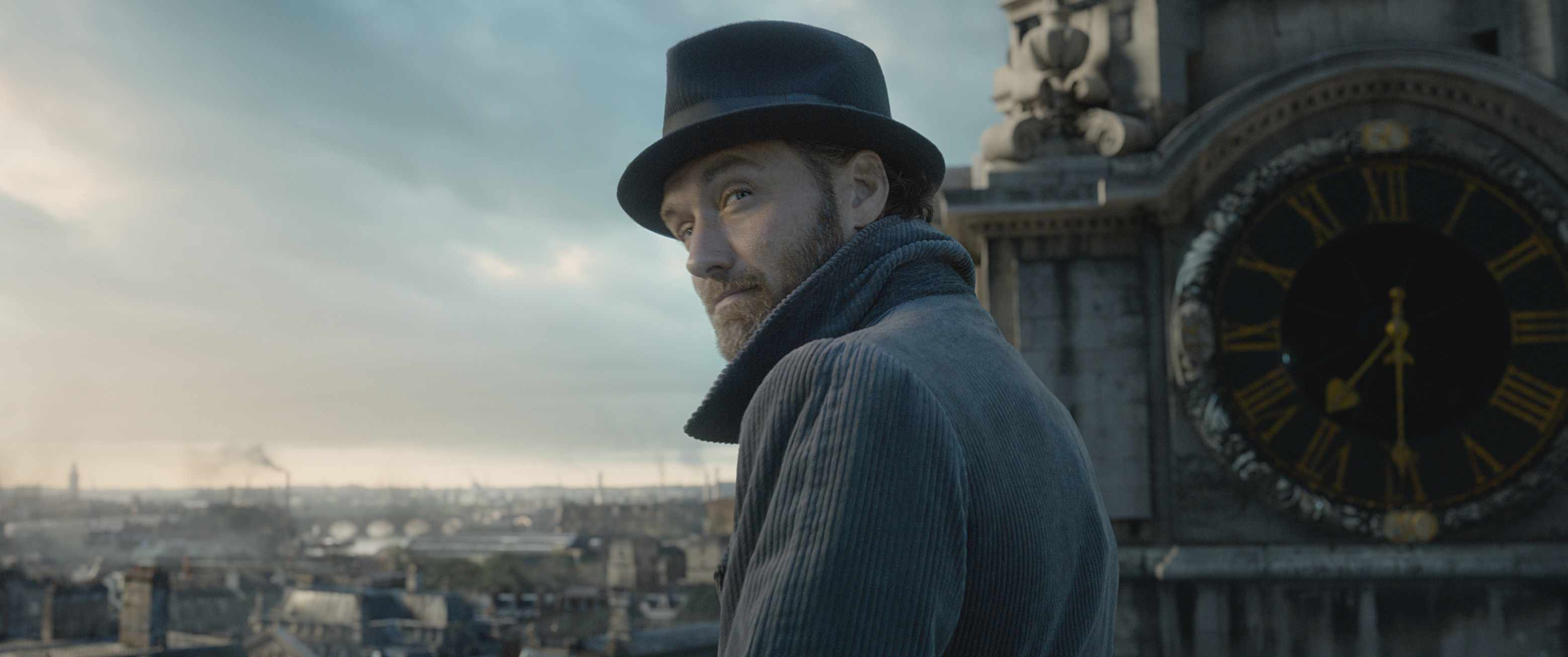 Jude Law is Albus Dumbledore in Fantastic Beasts 2