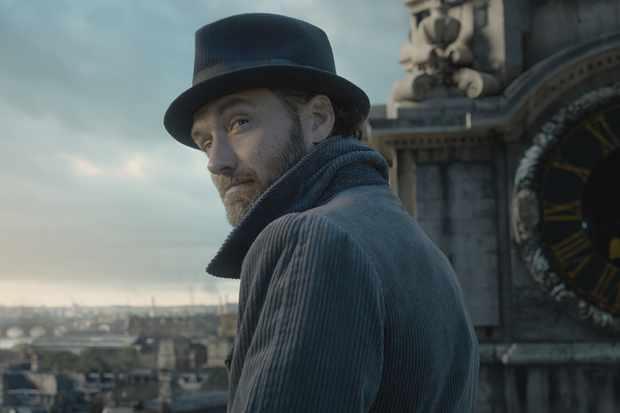 Jude Law is Albus Dumbledore in Fantastic Beasts 2