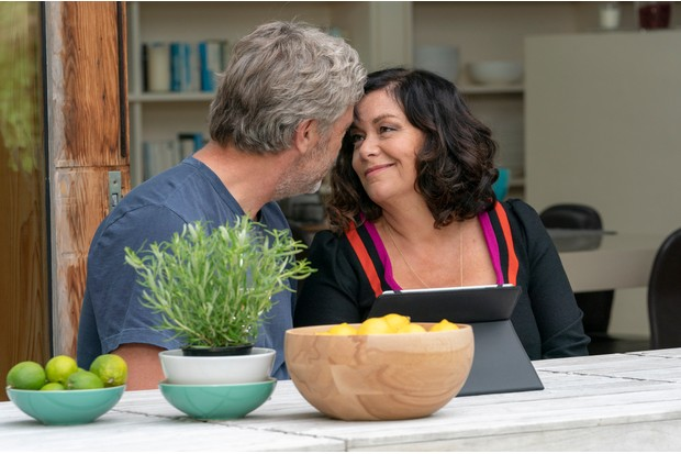 Gina (Dawn French) and Sam (Emilia Fox) seemed to finally have found a way to work together. But the arrival of a rich and handsome restaurateur (Vincent Regan) is really about to cook their goose. Meanwhile, Teresa (Tanya Reynolds) arrives back from travelling with a big secret and Mimi (Sheila Hancock) is keeping something from the family, too.