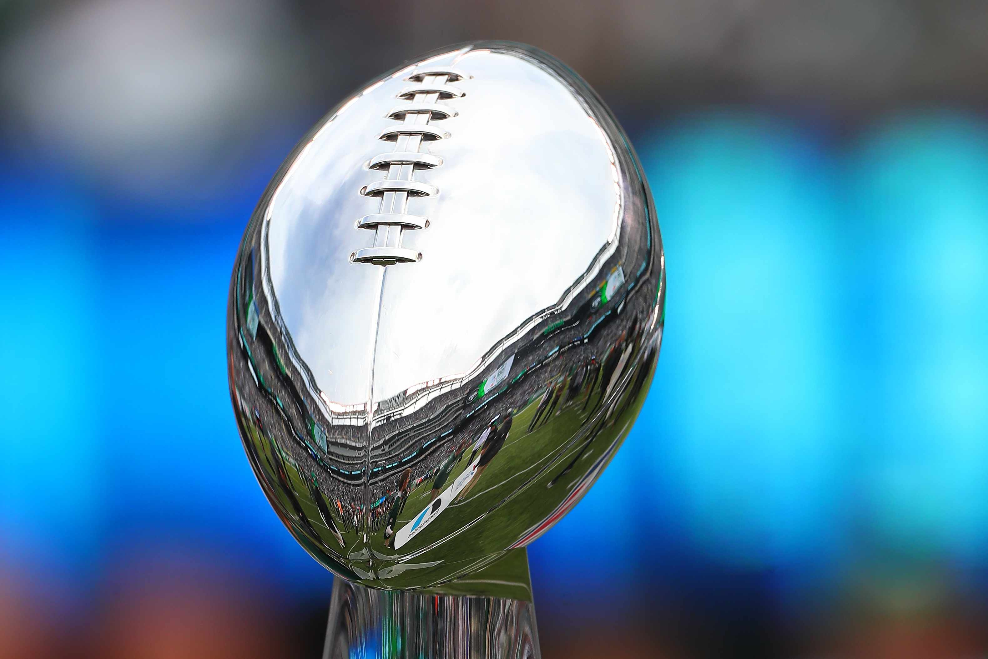 EAST RUTHERFORD, NJ - OCTOBER 14:  The SuperBowl III Vince Lombardi Trophy on displayc during halftime honoring the SuperBowl III Champion New York Jets during the National Football League Game between the New York Jets and the Indianapolis Colts on October 14, 2018 at MetLife Stadium in East Rutherford, NJ.  (Photo by Rich Graessle/Icon Sportswire via Getty Images)