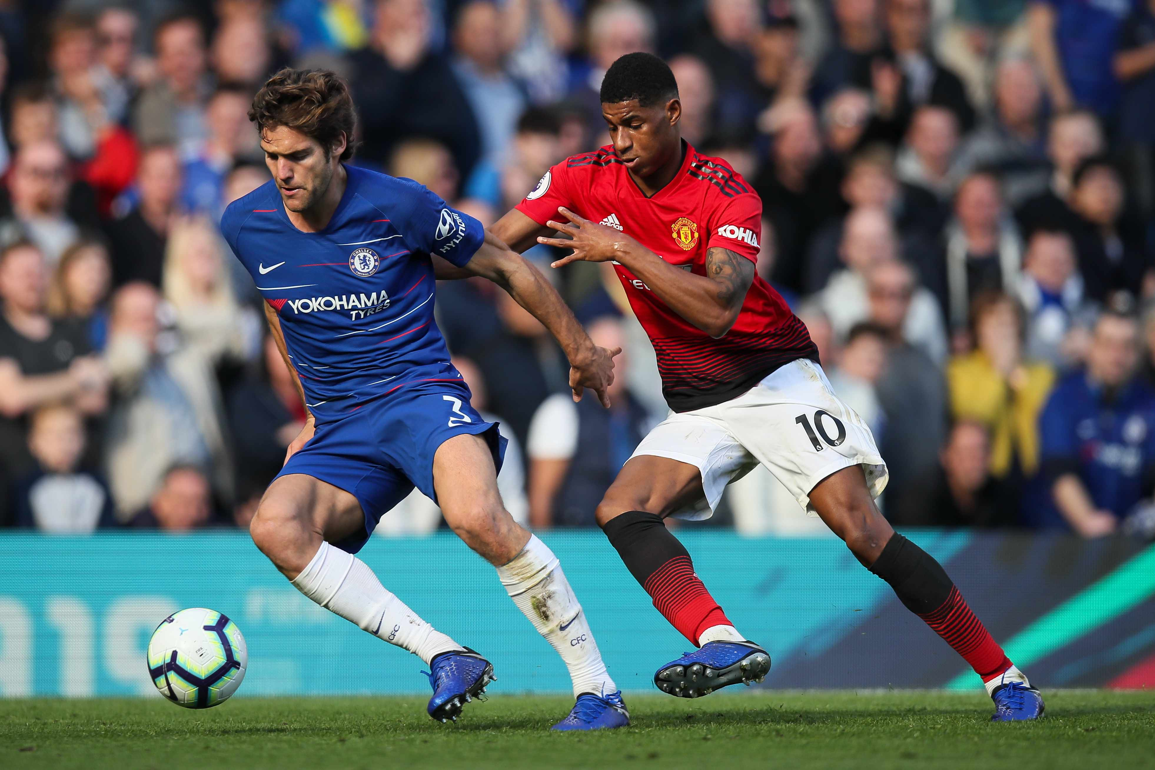 LONDON, ENGLAND - OCTOBER 20: Marcos Alonso of Chelsea and Marcus Rashford of Manchester United during the Premier League match between Chelsea FC and Manchester United at Stamford Bridge on October 20, 2018 in London, United Kingdom. (Photo by Matthew Ashton - AMA/Getty Images)