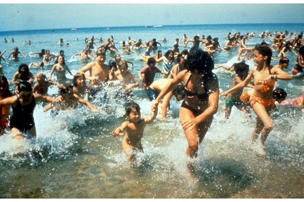 Crowds run out of the water in a scene from the film 'Jaws', 1975. (Photo by Universal/Getty Images)