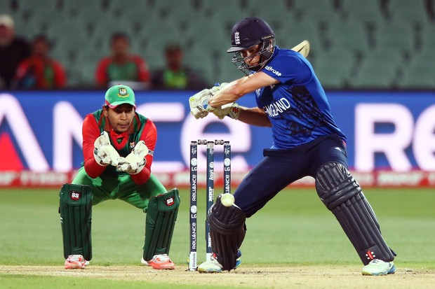 ADELAIDE, AUSTRALIA - MARCH 09: Chris Woakes of England bats in front of Mushfiqur Rahim of Bangladesh during the 2015 ICC Cricket World Cup match between England and Bangladesh at Adelaide Oval on March 9, 2015 in Adelaide, Australia. (Photo by Morne de Klerk/Getty Images)