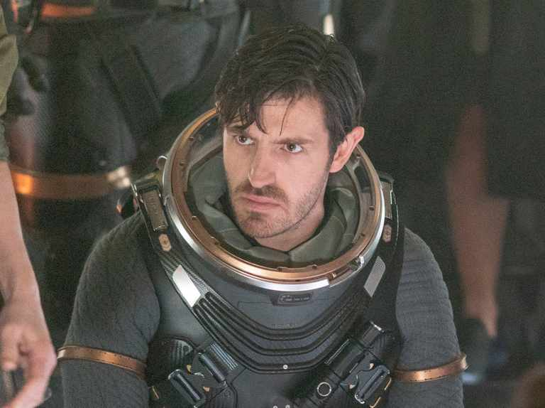When is Nightflyers released on Netflix and Syfy? Who is in