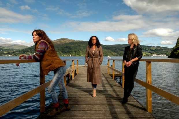 KUDOS FOR Itv DEEP WATER Pictured: ANNA FRIEL as Lisa Kallisto,ROSALIND ELEAZAR as Kate Riverty and SINEAD KEENAN as Roz Toovey.