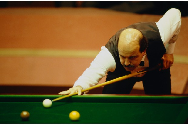 English snooker player Willie Thorne competing in the World Snooker Championship at the Crucible Theatre, Sheffield, 1988. (Photo by Pascal Rondeau/Getty Images)