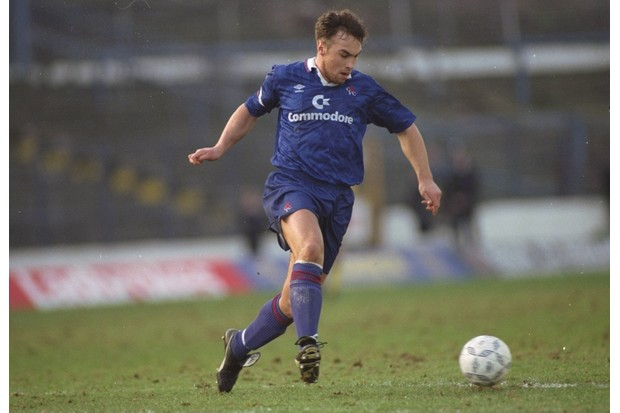 1992: Jason Cundy of Chelsea in action during a match. Mandatory Credit: David Cannon/Allsport