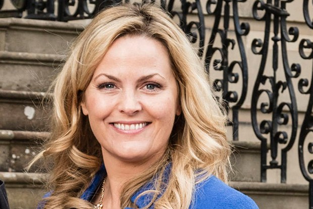 Jo Joyner plays Luella Shakespeare in Shakespeare and Hathaway Series 2 - ep 1 - Outrageous Fortune