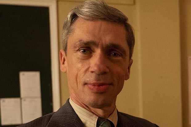 Mat Fraser plays Andrew in Traitors