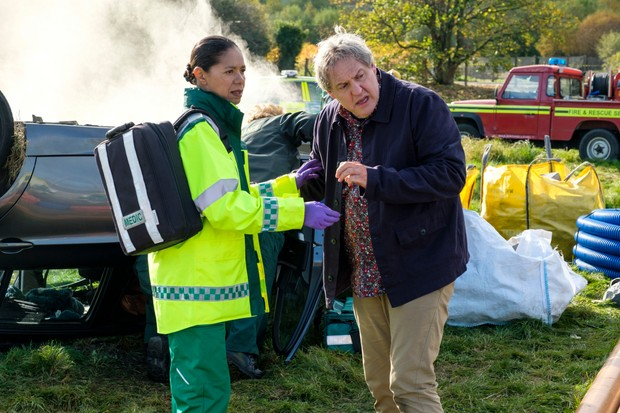 WARNING: Embargoed for publication until 00:00:01 on 26/02/2019 - Programme Name: Casualty - Series 33 - TX: 02/03/2019 - Episode: Casualty - Series 33 - Ep26 (No. 26) - Picture Shows: Elle Gardner (JAYE GRIFFITHS), Sacha Levy (BOB BARRETT) - (C) BBC - Photographer: Alistair Heap