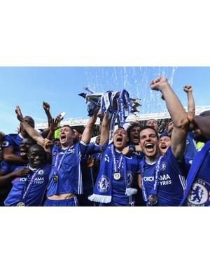 2016/2017 Premier League winners - Chelsea (Photo by Michael Regan/Getty Images)