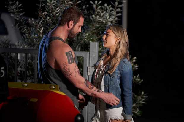 Home and Away, Robbo, Jasmine Delaney