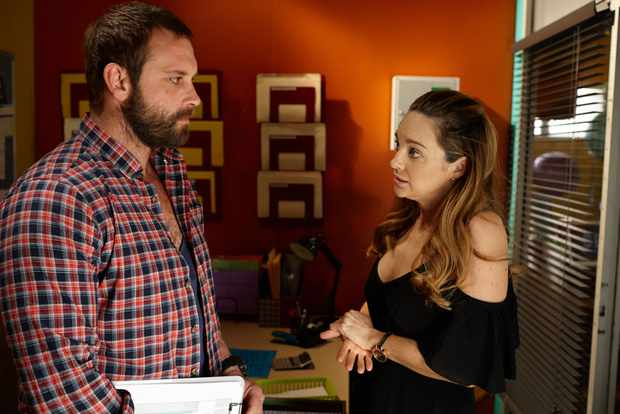 Home and Away Robbo (Jake Ryan) Tori (Penny McNamee)