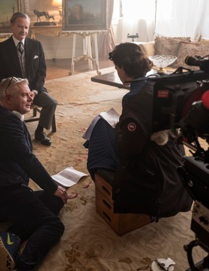 The Crown - Stephen Daldry, Anton Lesser, Claire Foy - Stephen Daldry discusses a scene with Anton Lesser (Macmillan) and Claire Foy (Queen Elizabeth II)