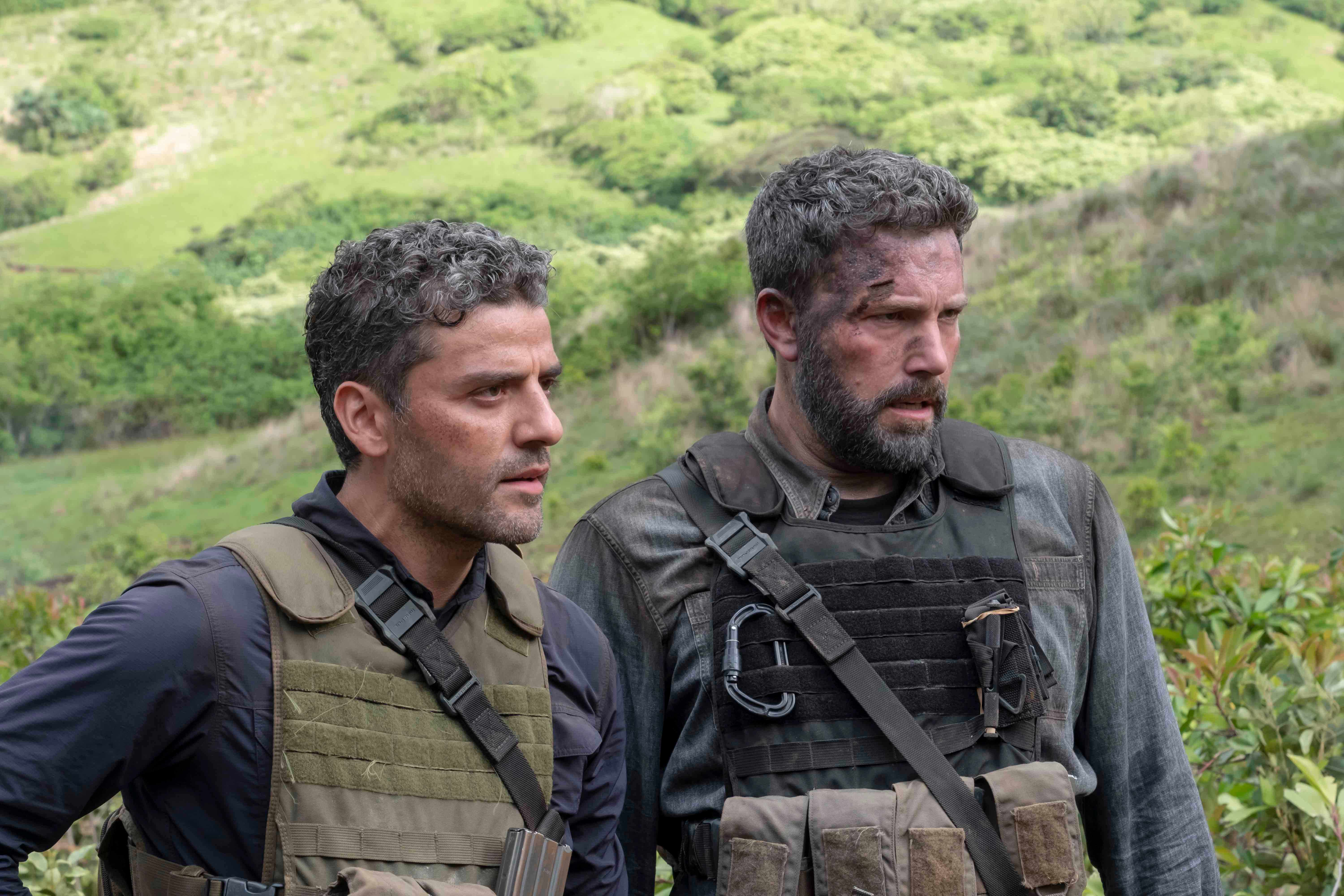 """TRIPLE FRONTIER (2019) - pictured L-R: Oscar Isaac (""""Pope"""") and Ben Affleck (""""Redfly"""") Photo by Melinda Sue Gordon / Courtesy of Netflix   TF_DAY37-0495.RAF"""