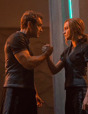 Jude Law and Brie Larson in Captain Marvel (Marvel Studios)
