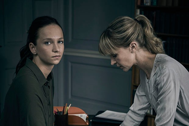 Molly Windsor and Katherine Kelly in Cheat