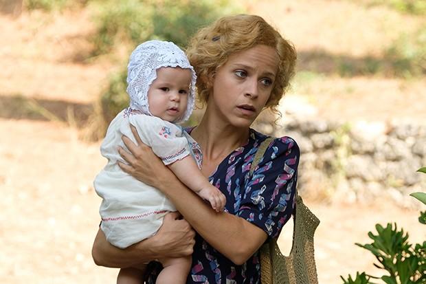 Elli Tringou joue Daphne dans The Durrells