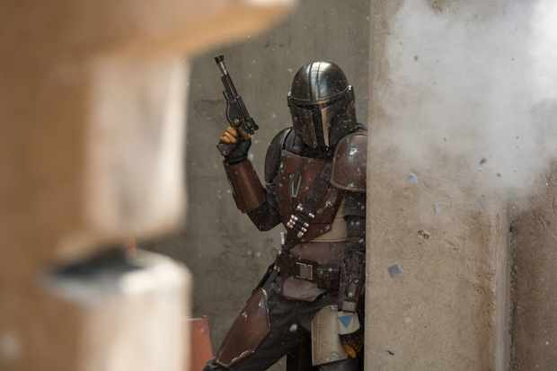 The Mandalorian (Pedro Pascal) in Lucasfilm's THE MANDALORIAN.