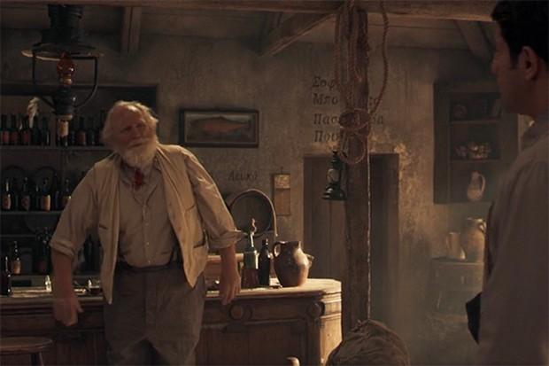 James Cosmo incarne le capitaine Creech dans The Durrells