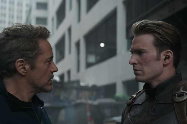 Marvel Studios' AVENGERS: ENDGAME..L to R: Tony Stark/Iron Man (Robert Downey Jr.) and Captain America/Steve Rogers (Chris Evans)..Photo: Film Frame..©Marvel Studios 2019