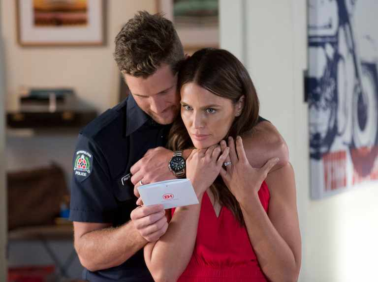 Pregnant Elly fools Mark in fake ultrasound SHOCKER in Neighbours!