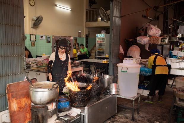Jai Fa cooks at her street stall in Bangkok, Thailand in Street Food episode 1 (Netflix)