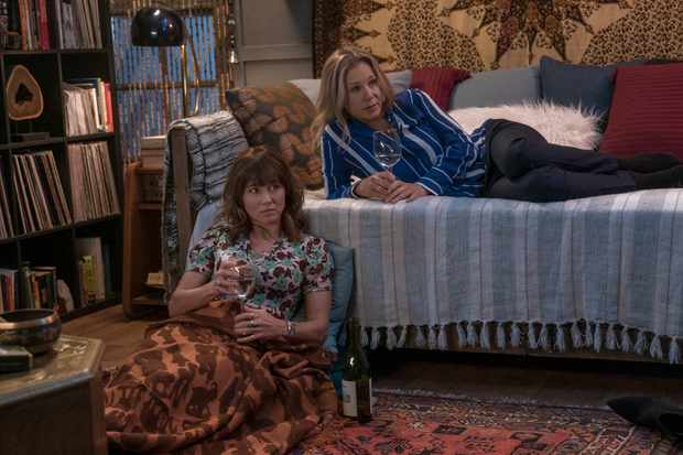 Linda Cardellini and Christina Applegate in Dead to Me