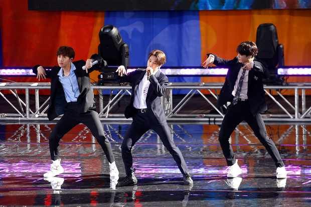 """NEW YORK, NEW YORK - MAY 15: (L-R) Jimin and Jungkook of BTS perform on """"Good Morning America"""" on May 15, 2019 in New York City. (Photo by John Lamparski/WireImage)"""