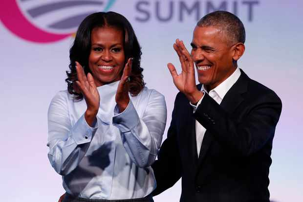 Former US President Barack Obama and his wife Michelle arrive at the Obama Foundation Summit in Chicago, Illinois, October 31, 2017. / AFP PHOTO / Jim Young        (Photo credit should read JIM YOUNG/AFP/Getty Images)