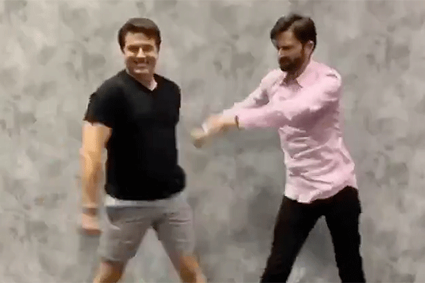 John Barrowman taught David Tennant to floss and it did not go well