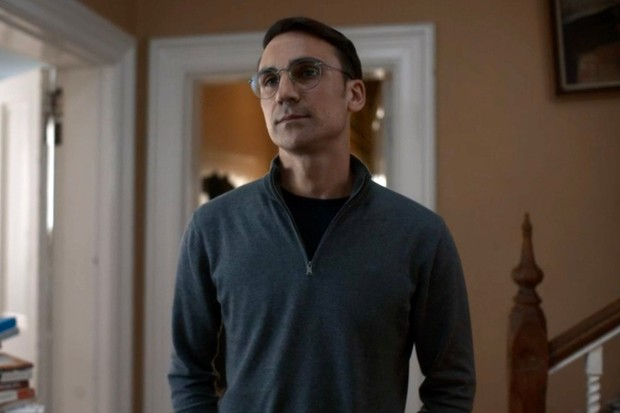 Henry Lloyd-Hughes plays Aaron Peel in Killing Eve