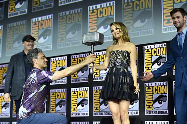SAN DIEGO, CALIFORNIA - JULY 20: (L-R) President of Marvel Studios Kevin Feige, Director Taika Waititi, Natalie Portman and Chris Hemsworth of Marvel Studios' 'Thor: Love and Thunder' at the San Diego Comic-Con International 2019 Marvel Studios Panel in Hall H on July 20, 2019 in San Diego, California. (Photo by Alberto E. Rodriguez/Getty Images for Disney)